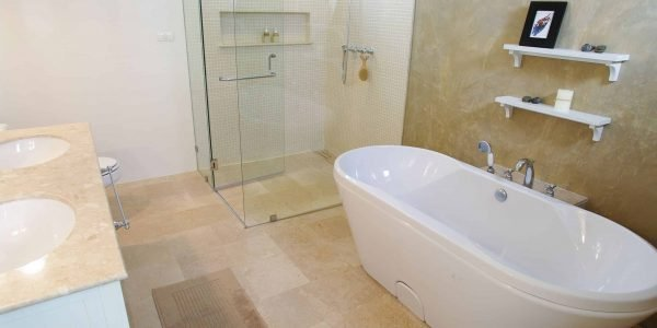 How to Clean a Disgusting Bathtub